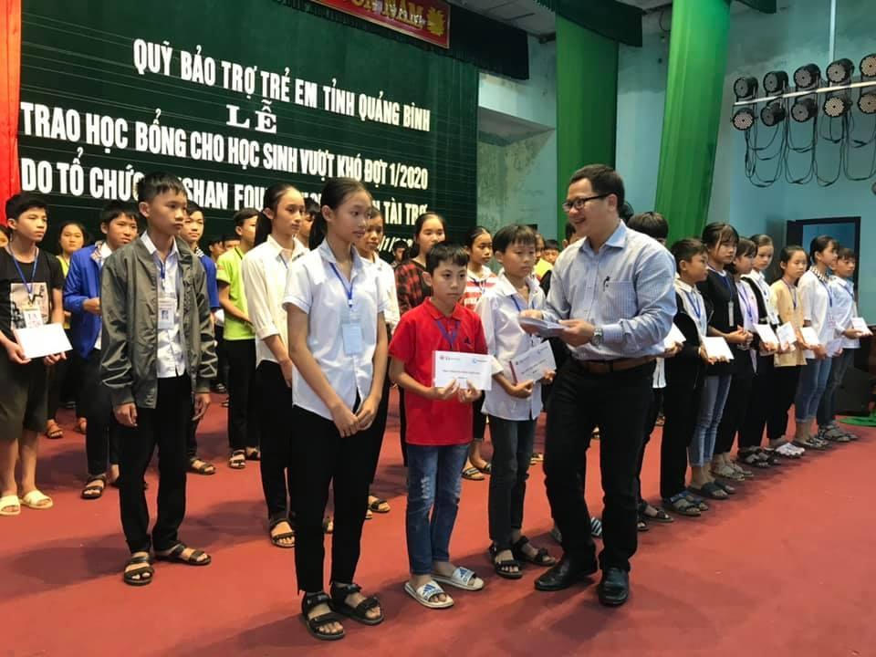 zhishan trao hon 500 trieu hoc bong vuot kho cho hoc sinh quang binh
