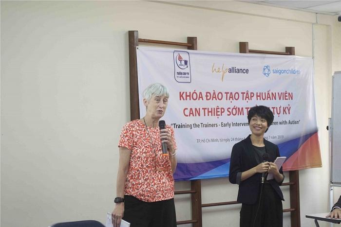 saigon childrens charity khoi dong nam thu 3 du an dao tao tap huan vien can thiep som tre em tu ky