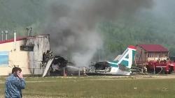 Máy bay Nga hạ cánh khẩn, hai người thiệt mạng