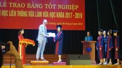 viet nam lan dau tien co cu nhan chuyen nganh hoat dong tri lieu