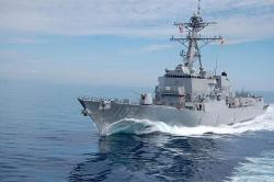 Tàu khu trục Mỹ áp sát đảo nhân tạo phi pháp của Trung Quốc trên Biển Đông