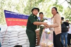 Khám bệnh, cấp thuốc miễn phí cho 300 người dân nghèo Campuchia dịp lễ Sen Dolta