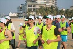 300 nguoi chay marathon mang thong diep chong xam hai tinh duc tre em