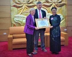 Vinh danh Operation Smile vì mang nụ cười tới cho 10.000 trẻ em Việt