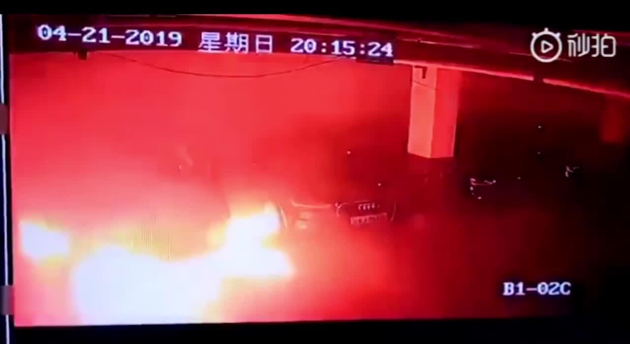 Ô tô điện Tesla Model S bất ngờ nổ tung trong hầm gửi xe